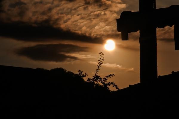 십자가, 여명