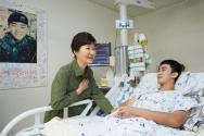박근혜 대통령 DMZ 포격 부상 장병 위문