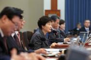 국무회의 주재하는 박근혜 대통령