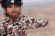 """""""이교도들은 다 죽이겠다"""" 말하며 이슬람국가 선전 동영상에 등장하는 아이."""