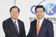 이상원 서울지방경찰청장이 한기총을 방문해 대표회장 이영훈 목사를 만났다.