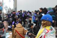 "NCCK 여성위원회가 29일 주한일본대사관 앞 평화로에서 약 80여명이 참석한 가운데 ""12.28합의 무효와 정의로운 해결을 위한 평화기도회""를 열었다."