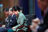 박근혜 대통령이 3일 오전 서울 삼성동 코엑스에서 열린 제48회 국가조찬기도회에 참석해 기도를 하고 있다.