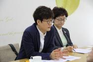 한국YWCA연합회 관계자들이 'YWCA가 뽑은 좋은 TV프로그램상' 수상작들과 선정배경 등에 대해 설명하고 있다.