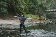 여성 싱글 독신 미혼 강가 자연 자유