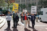 미국에서 한반도 평화조약안을 알리고자 노력하고 있는 NCCK 화통위 관계자들.
