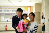 김필수 구세군 사령관과 캄포디아 심장병 치료 어린이