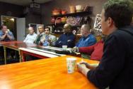 시카고 웨이코 지역의 목회자들과 대화를 나누고 있는 저커버그