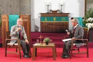 대담자 김형석 연세대 명예교수(오른쪽)와 사회자 강영안 서강대 명예교수(왼쪽).