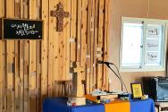 세월호 유가족들이 매주 주일 저녁과 목요일 저녁 예배 드리는 작은 컨테이너 안 공간.