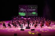 지난해 개최된 제13회 밀알콘서트에서 시각장애 하모니카 연주자 전제덕이 공연을 펼치고 있다.