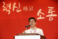 정우택 자유한국당 대표 권한대행 겸 원내대표