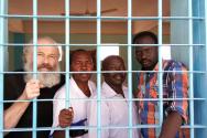 교도소에 갇힌 피터 야섹, 하산 압둘라힘, 쿠와 샤말, 압둘모님 압둘마우라