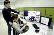 삼성전자 개발자들이 '개발자 지원센터 오션'에서 올쉐어 프레임워크 SDK를 체험 중인 모습.