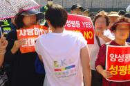 퀴어축제 참가자에게 탈동성애를 호소하고 있는 인천예수축제 참가자다 ©기독일보 노형구 기자