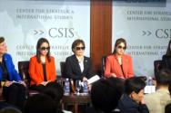 북한자유주간 이튿날 CSIS에서 열린 워크샵에서 탈북여성들(가운데 3명)이 증언하고 있다. 이들은 대북제재로 인한 북한 주민들의 피해가 없기에 재제는 계속돼야 한다고 강조했다.