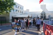 참가자들은 피켓과 촛불을 들고 아리랑을 부르며 중국대사관 주위를 돌았다.
