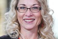 캘리포니아주 새 성교육 지침서에 대한 반대운동을 주도하고 있는 레베카 프리드리히 포 키즈 앤 컨추리(For Kids and Country) 대표