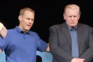 기도하는 데이빗 플랫 목사와 기도 받는 도널드 트럼프 미국 대통령