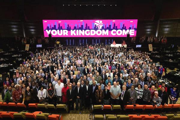 세계복음연맹(WEA, World Evangelical Alliance)총회가 7~12일(현지시간) 인도네시아 자카르타 인근 중앙국제컨벤션에서 진행됐다. 10년에 한 번씩 열리는 총회의 이번 주제는 'Your Kingdom Come'이었다. 행사에 참석한 모든 이들이 기념사진을 촬영한 모습.