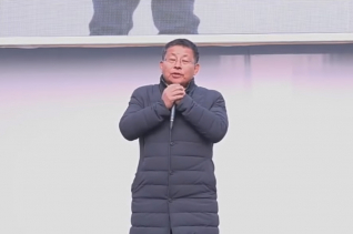 광야교회 단상에서 발언하고 있는 차명진 전 의원.