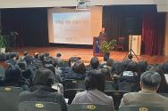 명지전문대학이 최근 교직원 성탄축하예배를 드린 가운데, 김형준 목사가 설교하고 있다.