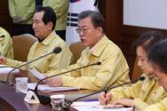 문재인 대통령이 23일 오후 정부서울청사에서 열린 신종 코로나바이러스 감염증(코로나19) 범정부대책회의에 참석해 발언하고 있다.