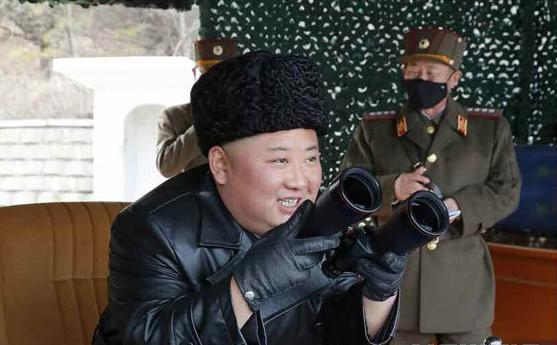 북한 노동당 기관지 노동신문은 김정은 북한 국무위원장이 지난 2일 전선 장거리포병구분대의 화력 타격훈련을 지도했다고 3일 보도했다.