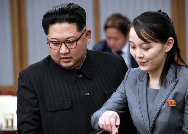 과거 판문점 평화의 집 회담장에서 열린 남북정상회담에서 김정은 국무위원장과 김여정 제1부부장의 모습. ⓒ 뉴시스