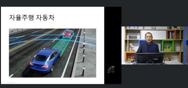 박종대 배재대 AI‧전기공학과 교수가 온라인 강의 전용 스튜디오에서 '인공지능 활용'을 주제로 강의