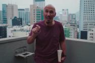 크레이지 러브 유트브 채널 비디오에서 메세지를 전하는 프란시스 첸 목사