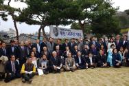 '탄신 145주년 이승만대통령 기념식'에서 단체사진을 찍고 있다.