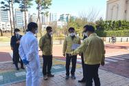 공무원들이 예배 현장 지도점검을 하고 있는 모습. ⓒ 성남시
