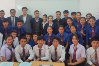 지난해 라오스 최초로 설립된 수파누봉대학 재료공학과에서 입학한 학생들 모습