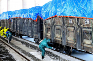 북한 신의주에서 신종 코로나바이러스 방역을 위해 화물열차에 소독액을 뿌리는 모습을 지난달 4일 북한 관영 매체가 공개했다. (될수있음 썸네일로)