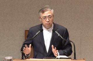 이상학 목사가 이른아침예배에서 설교를 하고 있다.