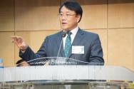 '선교사 복지대책 방안'이라는 제목으로 이억희 목사가 발표하고 있다.