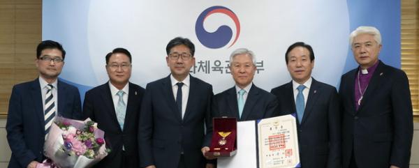 문화체육관광부 박앙우장관, 임연철 작가 고 엘리