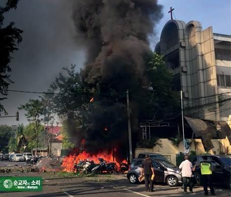 인도네시아의 핍박받는 기독교인, 화상흉터를 이용해 복음을 전하다