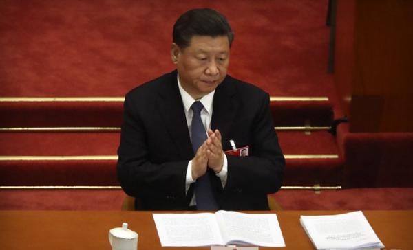 시진핑(習近平) 중국 국가주석이 22일 중국 베이징 인민대회당에서 열린 전국인민대표대회(전인대)에 참석해 박수를 치고 있다. ⓒ 뉴시스
