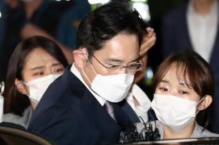 불법 경영승계 혐의 등을 받는 이재용 삼성전자 부회장이 9일 오전 구속영장이 기각되자 경기 의왕시 서울구치소를 나서고 있다.