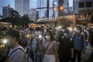 홍콩 '범죄인 인도 법안(송환법)' 반대 1주년 시위가 9일 도심 곳곳에서 벌어진 가운데 시위대가 휴대전화 불빛을 밝히고 시위를 벌이고 있다. ⓒ 뉴시스