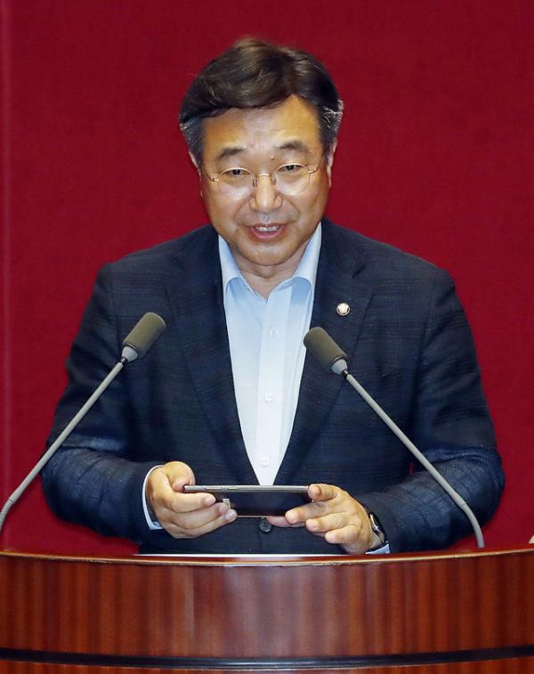 윤호중 국회 법제사법위원장이 서울 여의도 국회에서 열린 본회의에서 당선 인사를 하고 있다. ⓒ 뉴시스