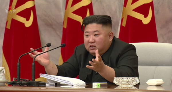 북한 조선중앙TV가 24일 김정은 국무위원장이 북한 노동당 제7기 제4차 중앙군사위원회 확대 회의에 참석했다고 보도하고 있다.