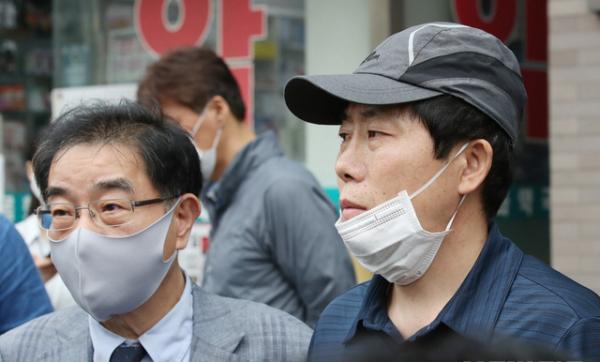 왼쪽이 자유북한운동연합 운동연합 박상학 대표.