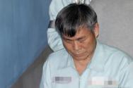 신도 성폭행 혐의로 구속 기소된 이재록 만민중앙교회 목사가 지난해 5월 서울 서초구 서울중앙지법에서 열린 선고 공판에 출석하고 있다.