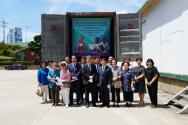 대한성서공회 반포센터에서 남양주충신교회 성도들이 기증 성경이 실린 컨테이너 앞에 서있다.