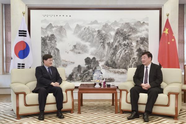 서승환 연세대 총장과 싱하이밍 주한 중국대사의 면담