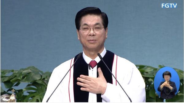 이영훈 목사가 12일 주일설교를 전하고 있다.