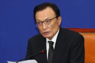 이해찬 더불어민주당 대표가 13일 서울 여의도 국회에서 열린 더불어민주당 최고위원회의에 참석해 현안관련 발언을 하고 있다.